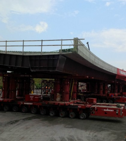 Mammoet moves and lifts Lees Avenue Bridge